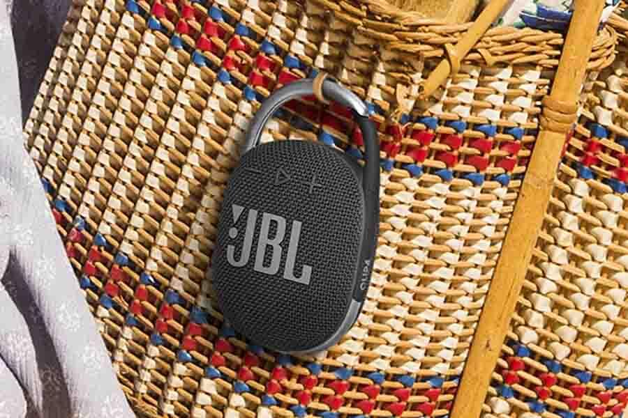 JBL Clip 4 Carabiner