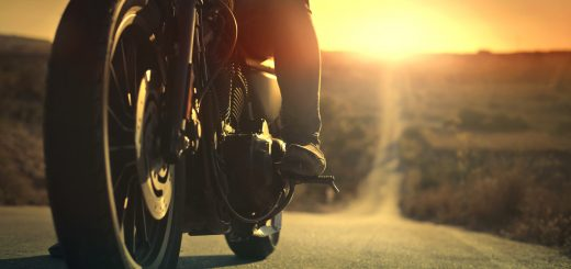 7 Reasons to Wear Gloves When Riding a Motorcycle